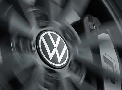Dynamische Nabenkappen mit neuem Volkswagen Logo 000071213D NEU