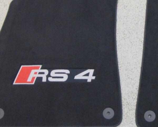 Audi Quattro RS4 Textil Fußmatten Premium vorn hinten im Satz mit RS4 Schriftzug